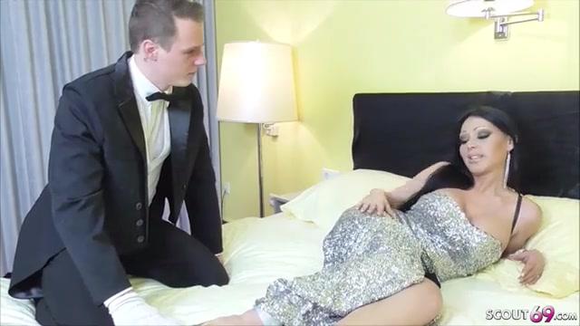 dvoretskiy-otodral-bryunetku